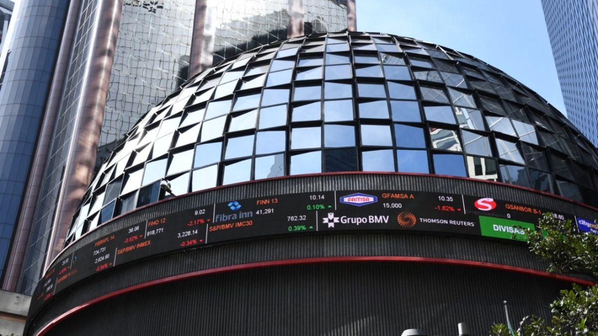 Mercados operan con caídas ante temores por rebrotes de COVID-19
