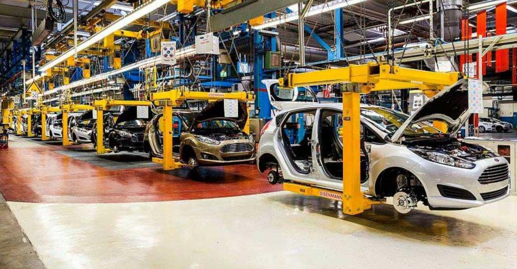 Cae en mayo producción y sube exportación automotriz