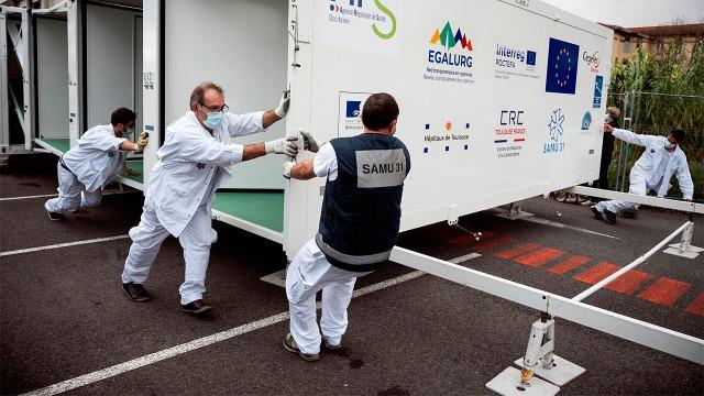 Francia innova con hospital desplegable para tratar COVID-19