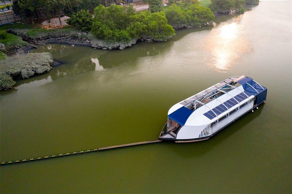 Interceptor; el barco que busca terminar con el plástico