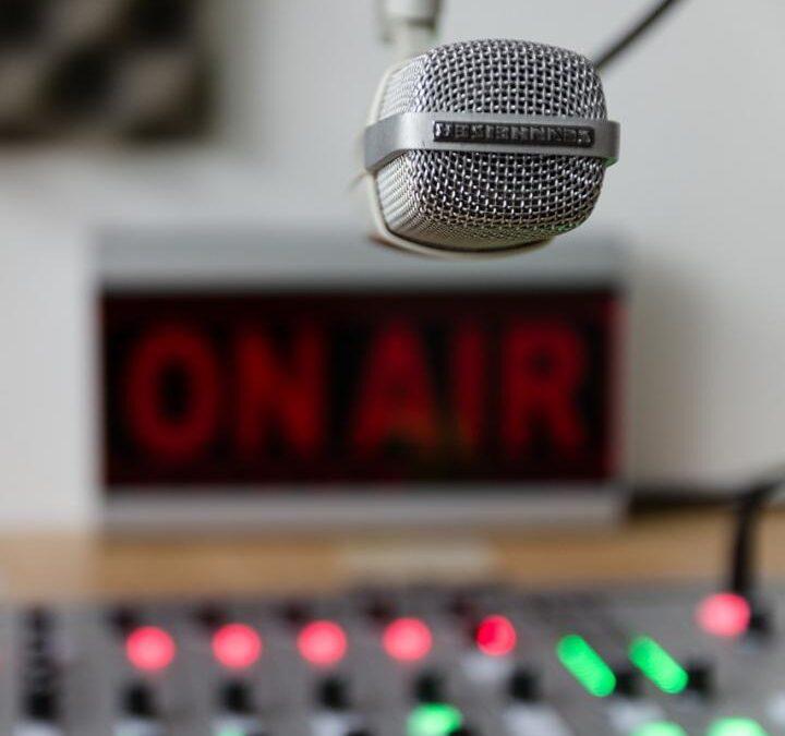 Mexicanos prefieren la radio para informarse de COVID19