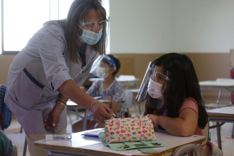 Anuncian plan de vacunación a docentes y regreso a clases