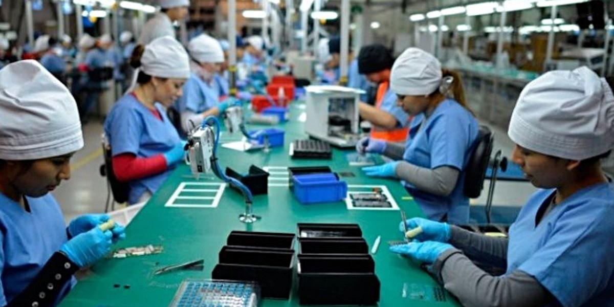 Actividad económica cae 2.1% en marzo