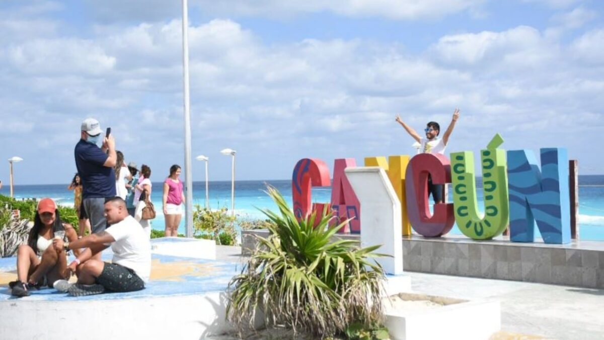 Turismo internacional cae en agosto; sube a nivel interanual